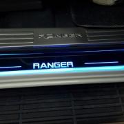Ốp bậc cửa ngoài kiểu led chạy Ford Ranger