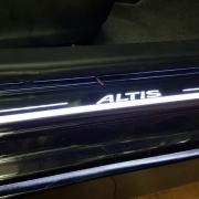 Ốp bậc cửa ngoài kiểu led chạy Toyota Altis